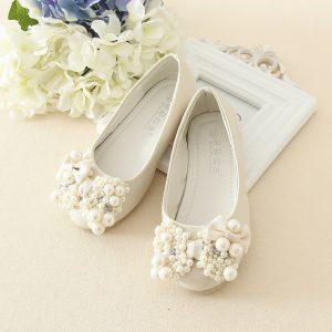 Baltas svētku kurpes meitenēm