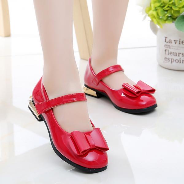 Meiteņu svētku kurpes sarkanas