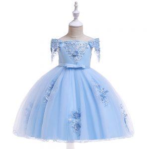 Gaiši zila kleita meitenei