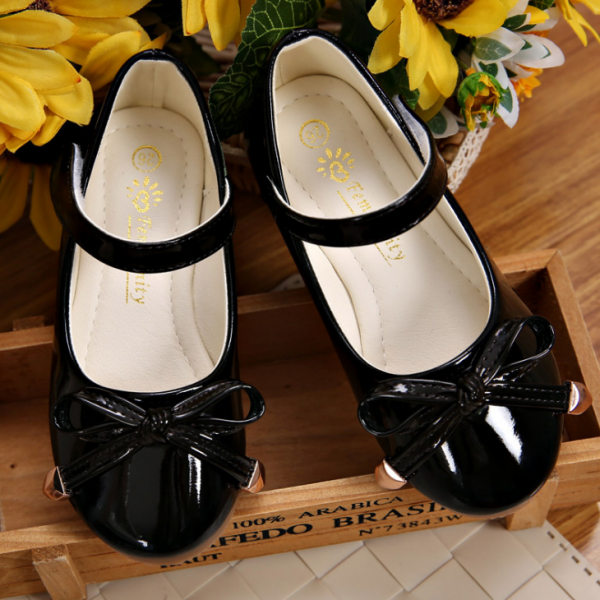 Melnas laka kurpes
