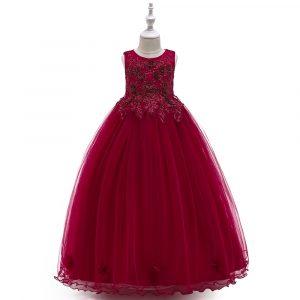 Sarkana svētku kleita