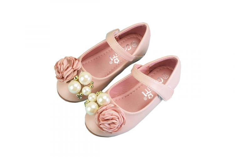 Rozā svētku kurpes ar pērlītēm