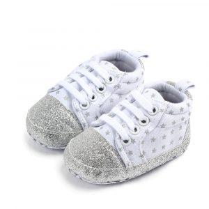 Zīdaiņu kediņas baltas ar sudraba zvaigznītēm