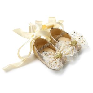 Zīdaiņu kurpītes zelta tonī
