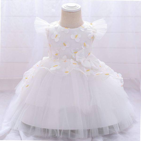Balta bērnu kleitiņa svinībām