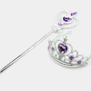 Princeses kronis un zizlis violetā krāsā